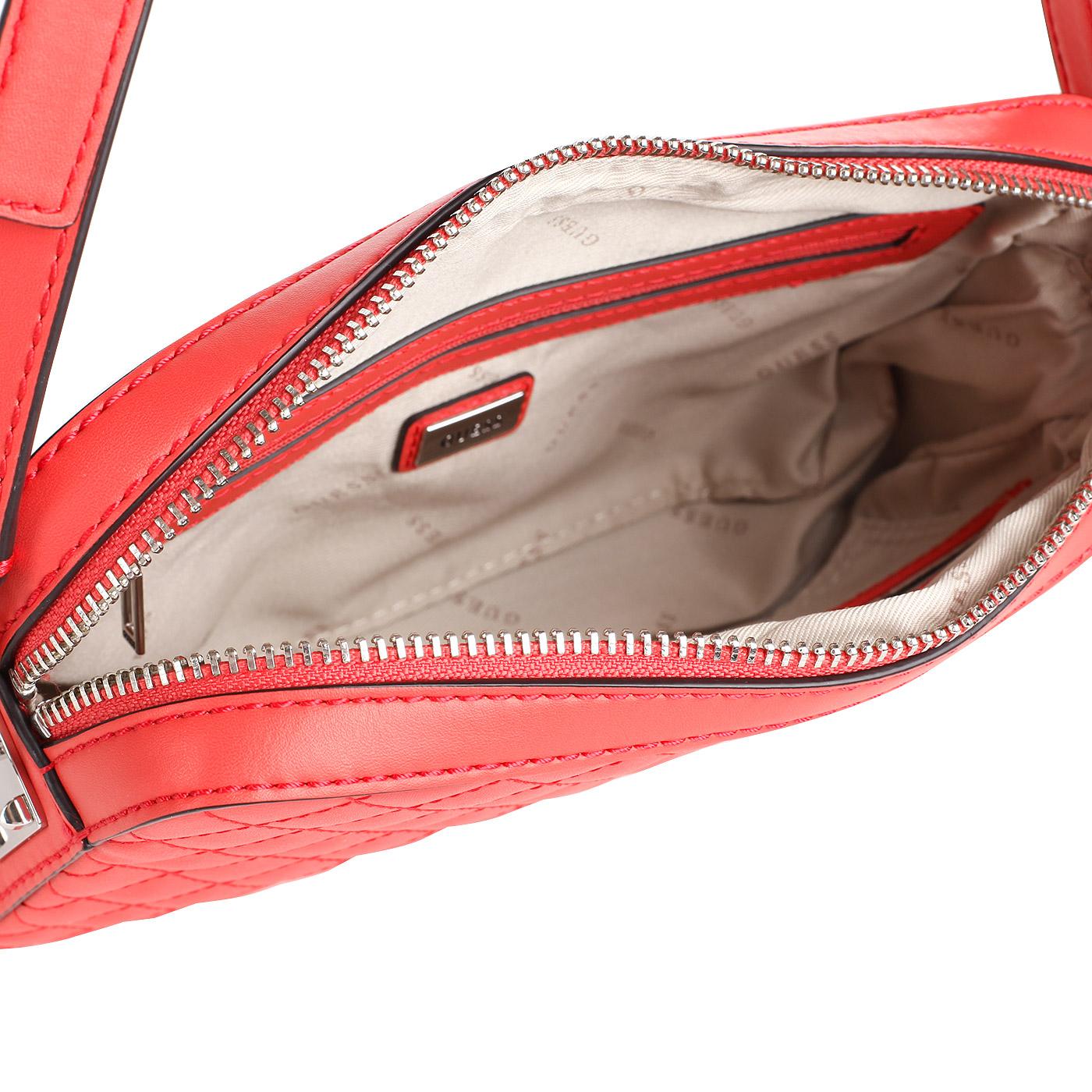 d0945ea89a94 Маленькая стеганая сумочка цвета фуксии Guess Rochelle HWVY66 ...