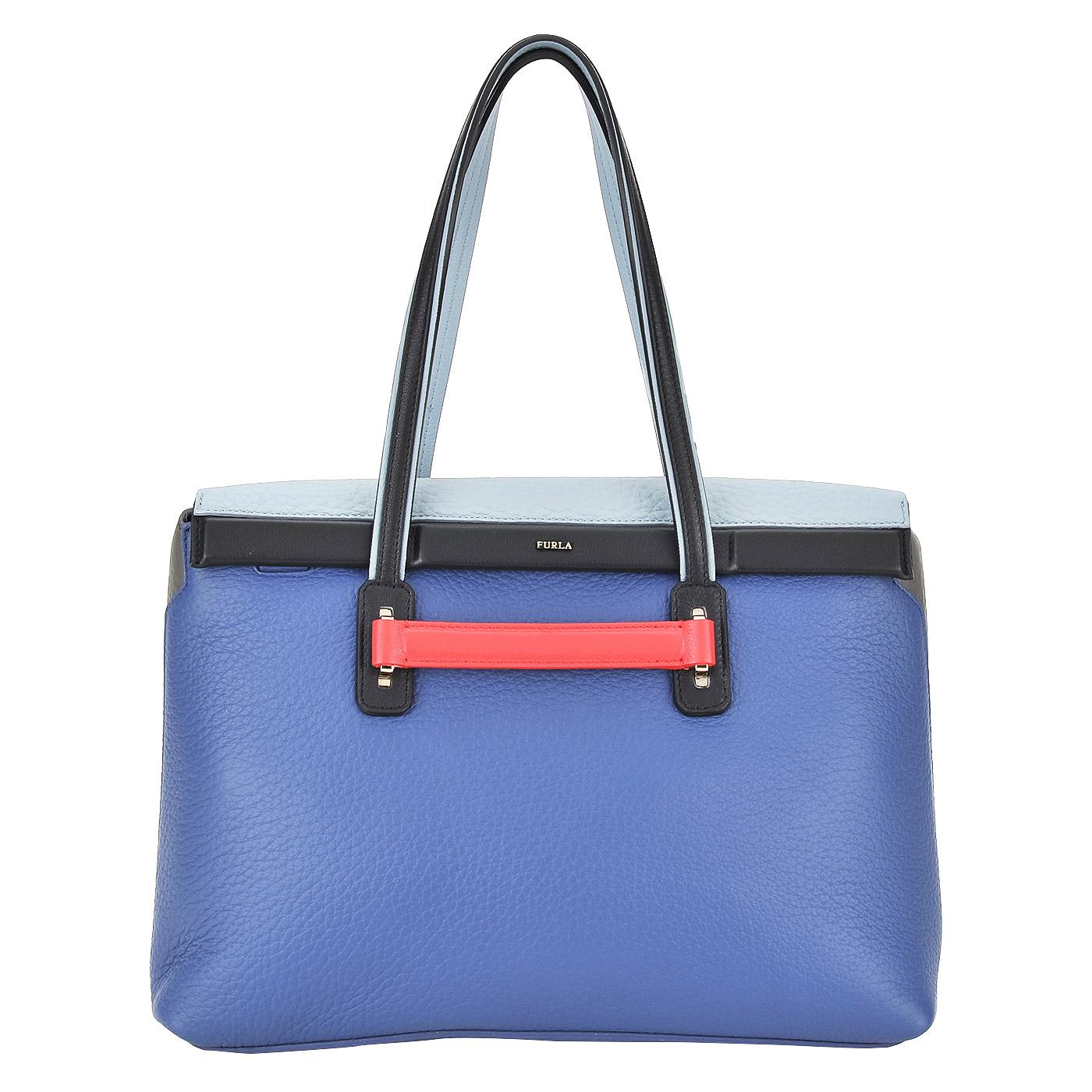 СумкаКлассические сумки<br>Закрывается клапаном. Внутри одно отделение, в котором карман на молнии и два кармашка для мелочей.<br><br>count_sale: 0<br>new: 1<br>sale: 0