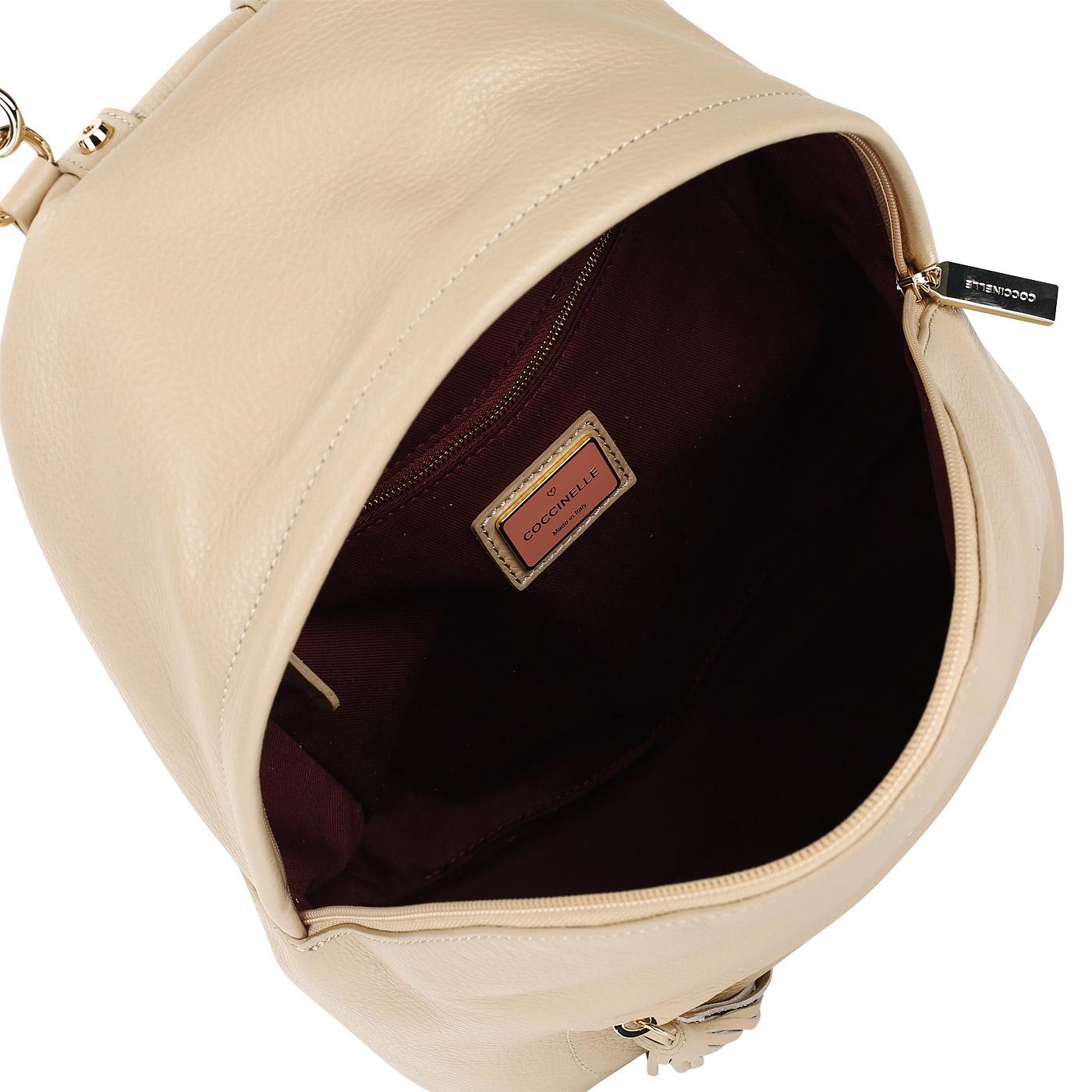 b981b5f62d2f ... Женский кожаный рюкзак с регулируемыми лямками Coccinelle Leonie ...