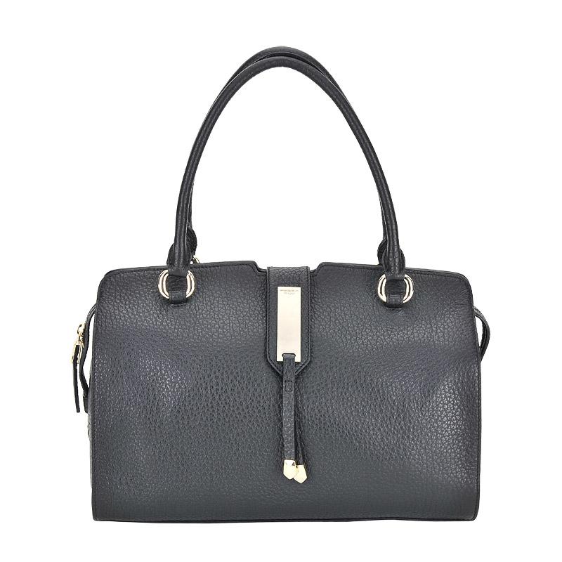 СумкаКлассические сумки<br>Закрывается хлястиком и на молнию. Внутри одно отделение, в котором карман на молнии, кармашек для мобильного телефона и кармашек для мелочей.<br><br>count_sale: 0<br>new: 0<br>sale: 0